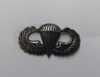 Parachute Qualification Badge, Basic. Pin-On Metal.